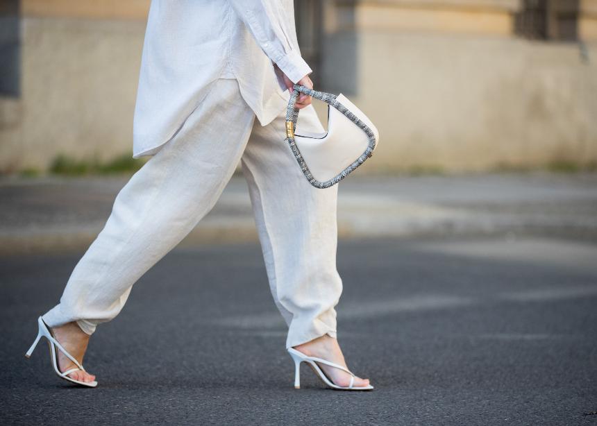 Λινά ρούχα: To αγαπημένο καλοκαιρινό ύφασμα, τι να προσέξεις και πως το φοράς σωστά!