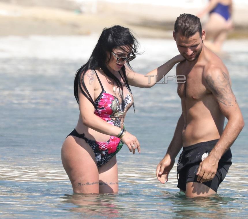 Θεοδωροπούλου - Ταχτσίδης: Ερωτευμένοι σε παραλία λίγο πριν τον τοκετό
