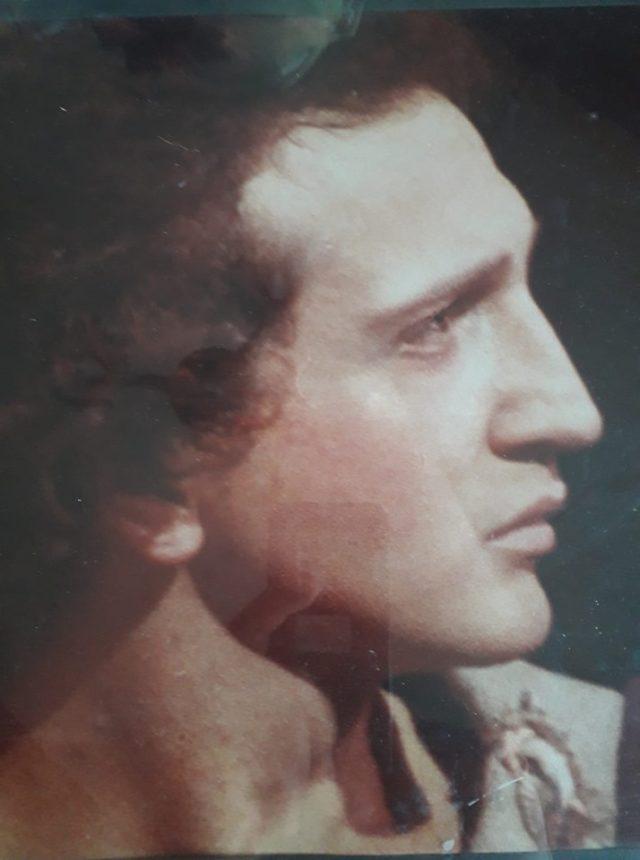 Σπύρος Μπιμπίλας: «Αποδεικνύει» την ομοιότητά του με τον Μ. Αλέξανδρο και ξεσπά στα αρνητικά σχόλια! Φωτογραφία | tlife.gr