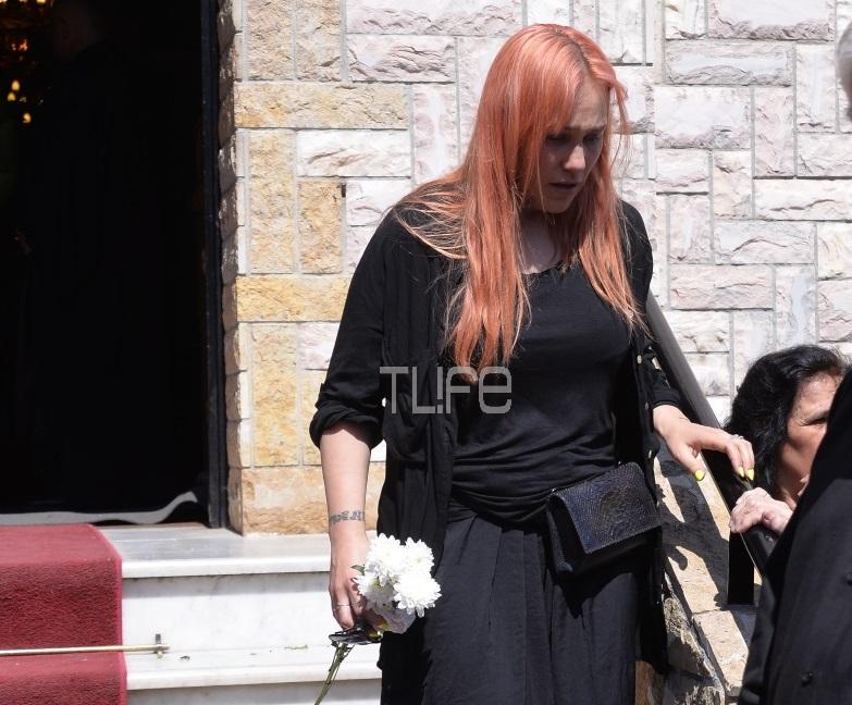 «Λύγισε» η Πηνελόπη Αναστασοπούλου στην κηδεία του Κώστα Ευρυπιώτη – Φωτογραφίες | tlife.gr