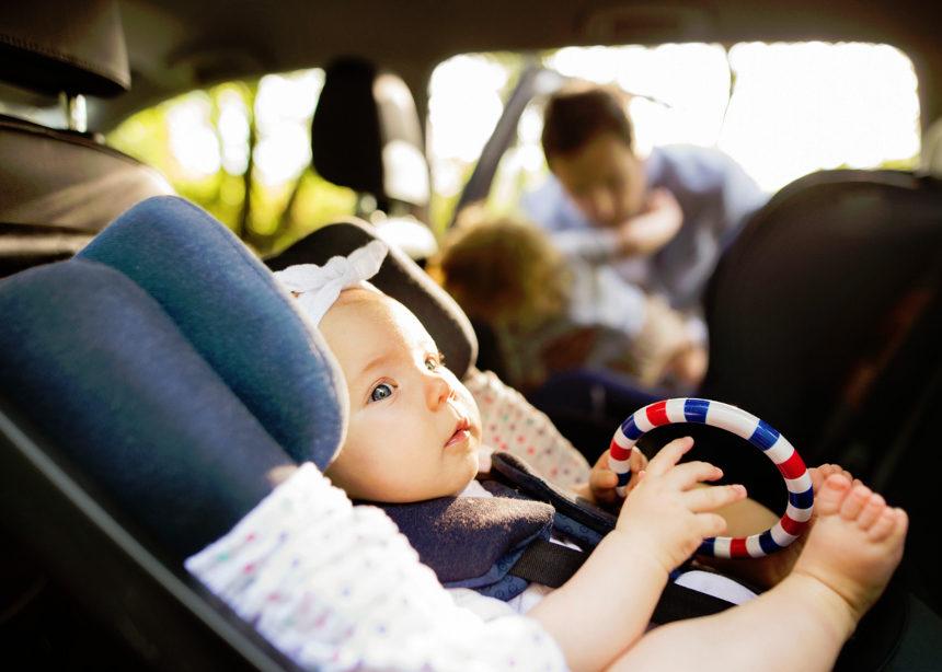 Παιδικά καθίσματα και ασφάλεια στο αυτοκίνητο: Όλα όσα πρέπει να γνωρίζεις | tlife.gr
