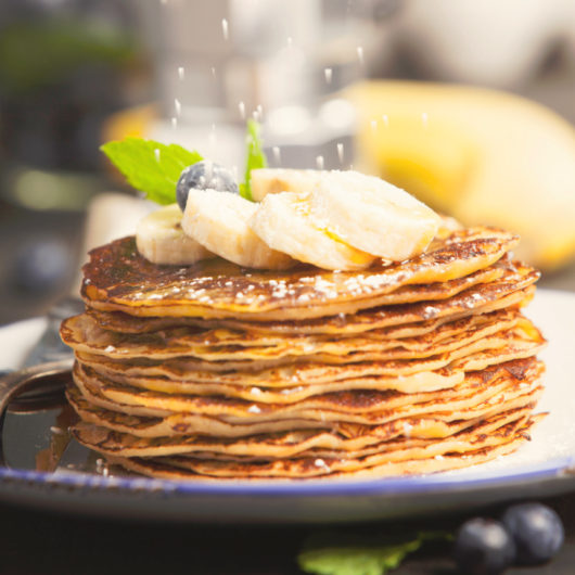 Πανεύκολη συνταγή για τηγανίτες με μπανάνες   tlife.gr