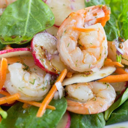 Σαλάτα με μέλι και ψητές γαρίδες | tlife.gr