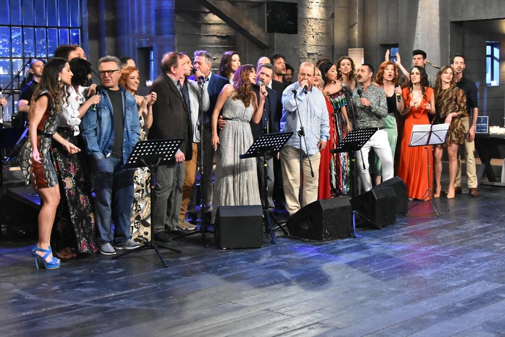 Στην Υγειά μας ρε παιδιά: Η Δέσποινα Βανδή ερμηνεύει τραγούδια του «Παλιού Ελληνικού Σινεμά»!