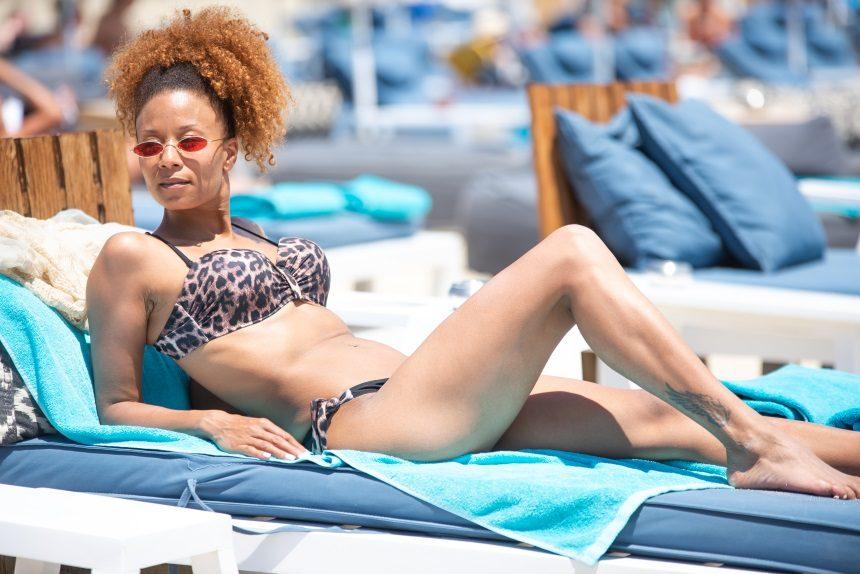 Shaya: Αναστατώνει τις παραλίες της Μυκόνου με το καλλίγραμμο κορμί της! [pics]