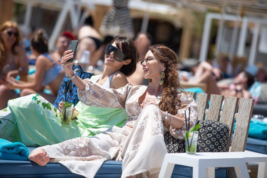 Ραμόνα Βλαντή – Τζώρτζια Βαϊνά: Ξέγνοιαστες στιγμές στην Μύκονο για τα κορίτσια του My Style Rocks! Φωτογραφίες | tlife.gr