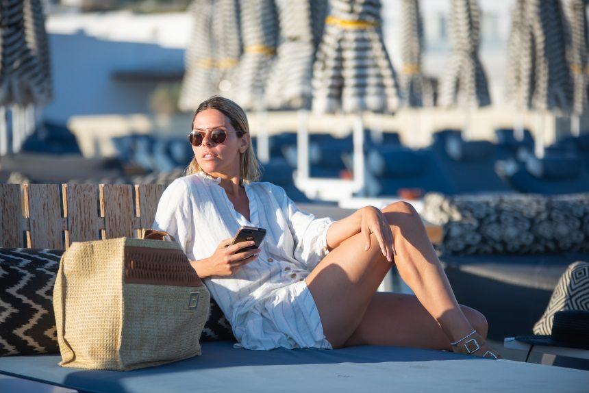 Έλενα Γαλύφα: Με άψογο στυλ στις παραλίες της Μυκόνου! Φωτογραφίες | tlife.gr