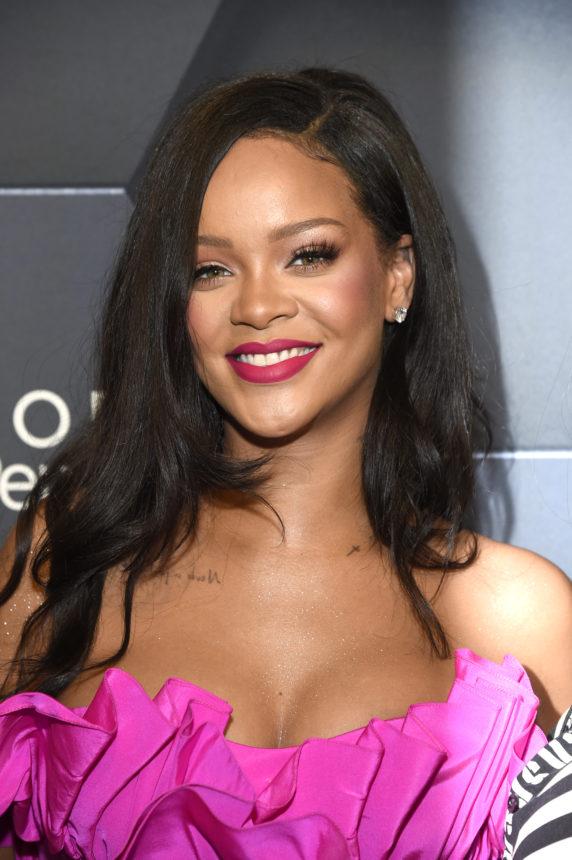 Η Rihanna άλλαξε εντελώς τα μαλλιά της για το καλοκαίρι! | tlife.gr