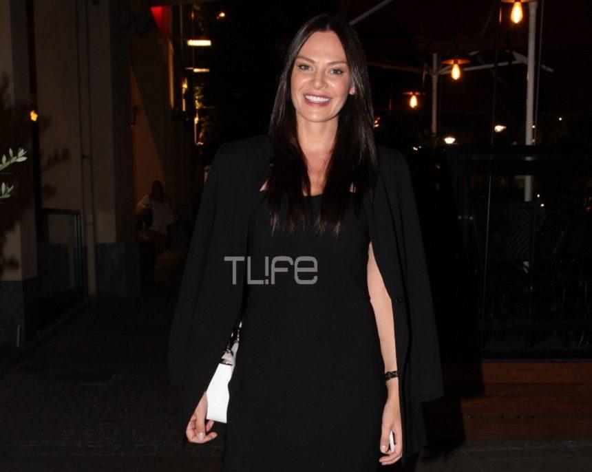 Υβόννη Μπόσνιακ: Κομψή με total black look σε φιλανθρωπική εκδήλωση! Φωτογραφίες | tlife.gr