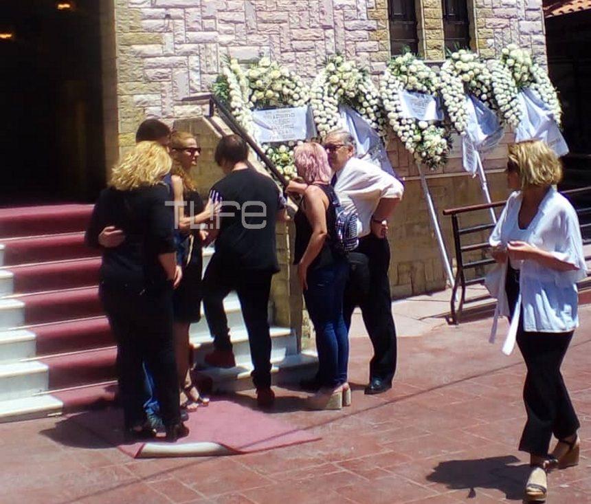 Κώστας Ευριπιώτης: Σε λίγο η κηδεία του ηθοποιού – Στο νεκροταφείο οι γιοι του και η πρώην σύζυγός του | tlife.gr