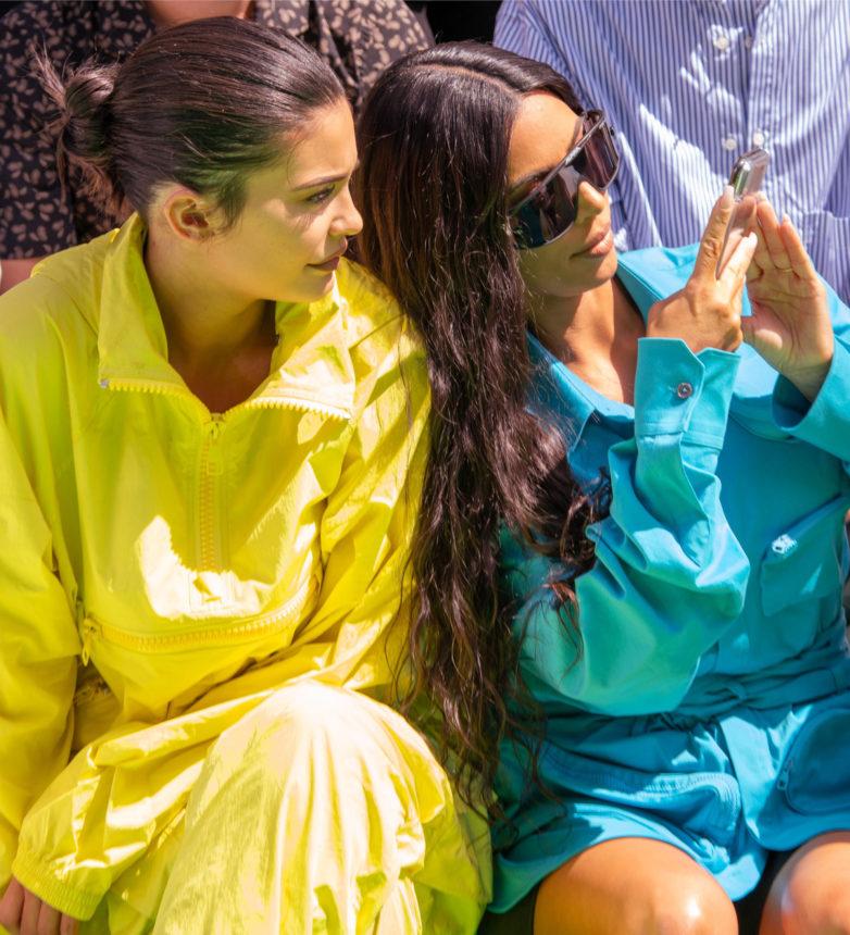 Η Kim Kardashian έκλεψε το κινητό της Kylie και έδωσε την απάντηση στους επικριτές της αδερφής της για το viral beauty video! | tlife.gr
