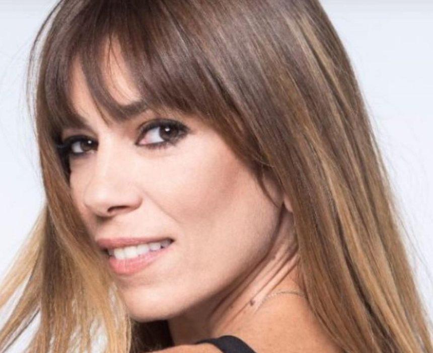Αγνώριστη η Μυρτώ Αλικάκη! Δες βήμα – βήμα την εντυπωσιακή αλλαγή που έκανε στα μαλλιά της [pics,vid] | tlife.gr