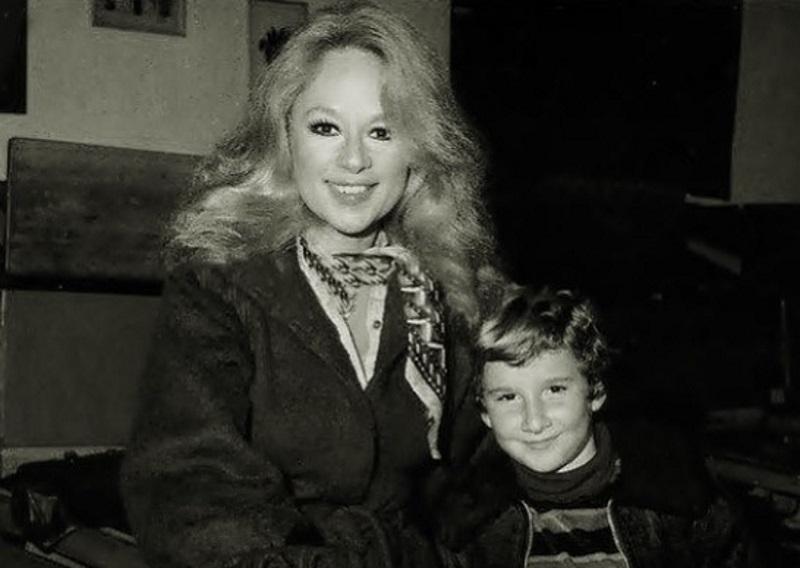 Αλίκη Βουγιουκλάκη: Ο γιος της έχει γενέθλια – Οι σπάνιες φωτογραφίες από τη γέννηση του Γιάννη Παπαμιχαήλ | tlife.gr