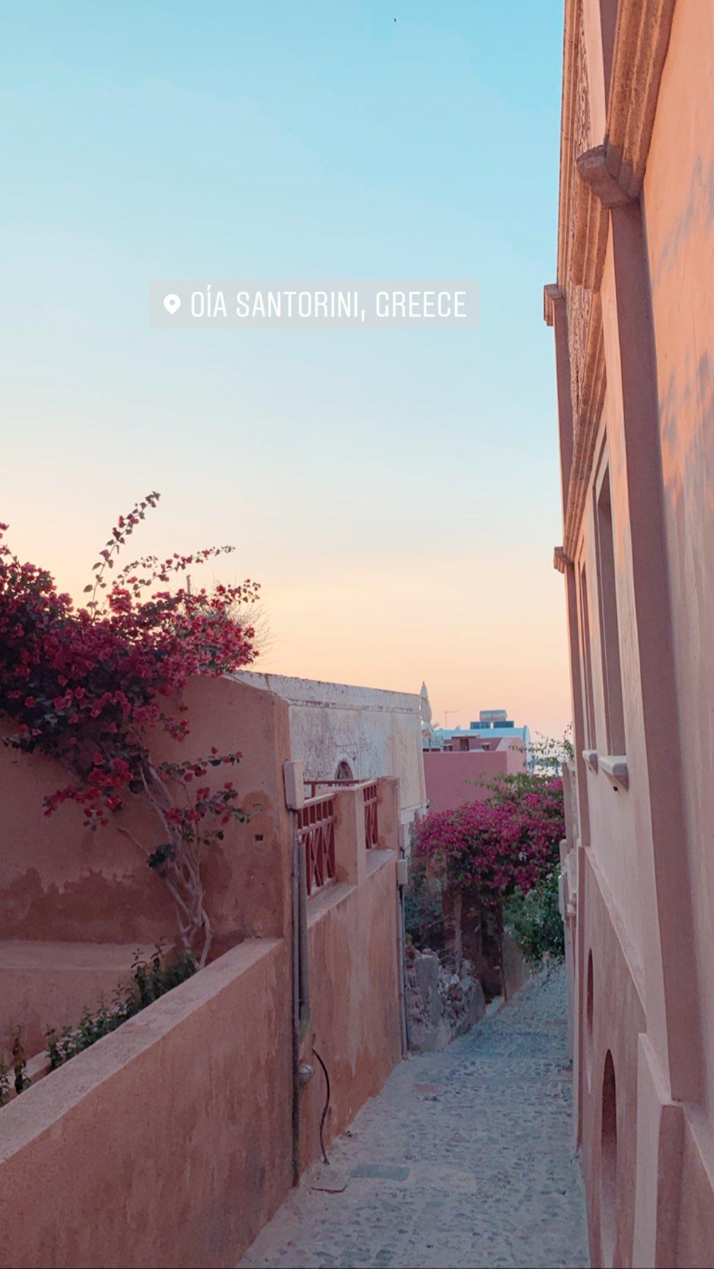 Αθηνά Οικονομάκου: Απόλαυσε το ηλιοβασίλεμα στη Σαντορίνη! [video]