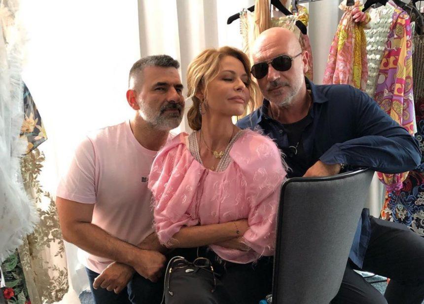Τζένη Μπαλατσινού: Την «τσάκωσαν» να βουρτσίζει τα δόντια της στα παρασκήνια fashion show! {video] | tlife.gr
