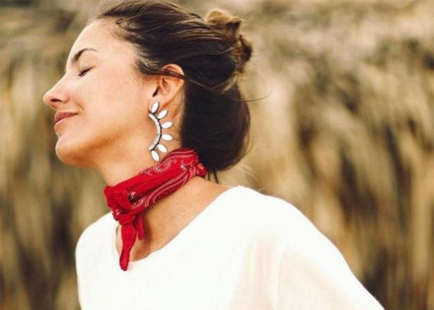 Μπαντάνα: τα it girl δεν την φοράνε πια στο λαιμό! | tlife.gr