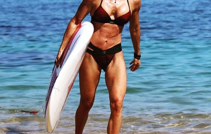 Το απίστευτα γυμνασμένο κορμί που βλέπεις ανήκει σε Ελληνίδα παρουσιάστρια!