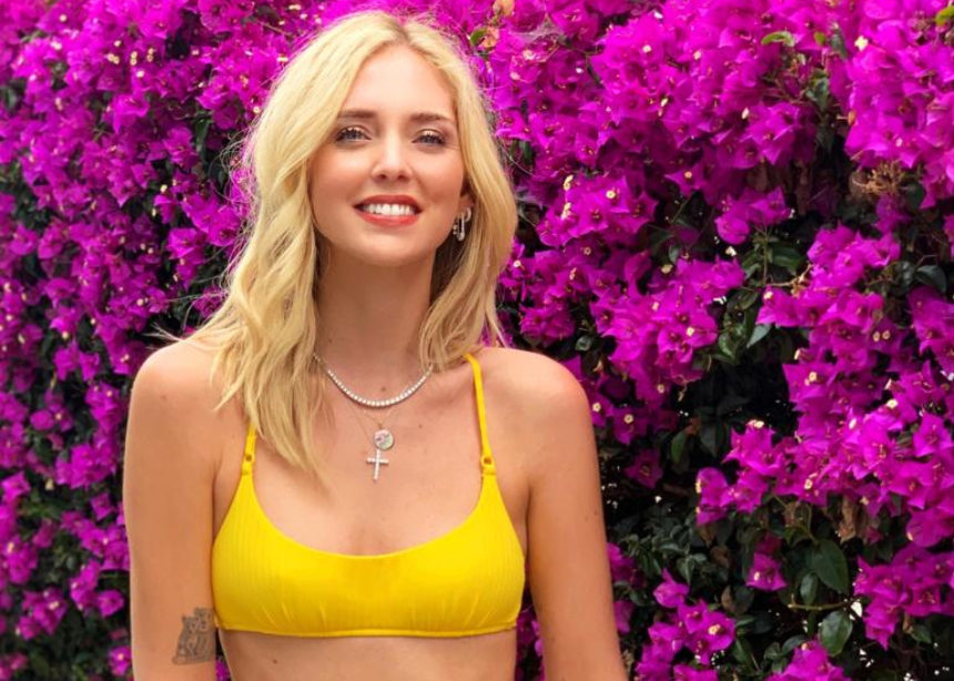 Ξέρουμε που θα βρεις το κίτρινο bikini που φόρεσε η Chiara Ferragni. | tlife.gr