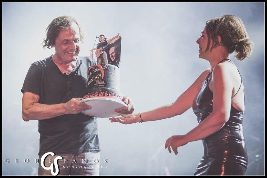 Ελένη Ράντου: Η τούρτα έκπληξη στον Βασίλη Παπακωνσταντίνου στο θέατρο Βράχων! | tlife.gr