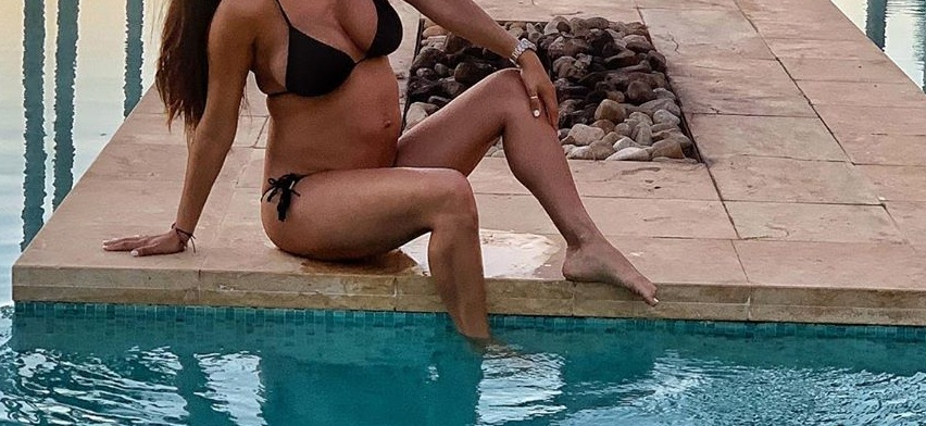 Η γνωστή Ελληνίδα είναι 7 μηνών έγκυος και έχει αυτούς τους κοιλιακούς! [pics] | tlife.gr