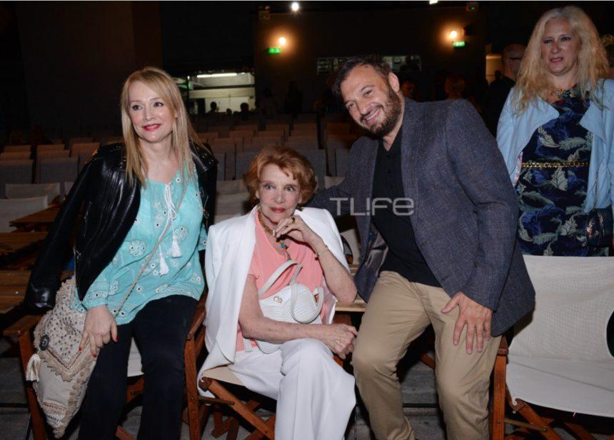 Χρήστος Φερεντίνος: Avant premiere στο θέατρο με διάσημους φίλους στο πλευρό του! [pics] | tlife.gr