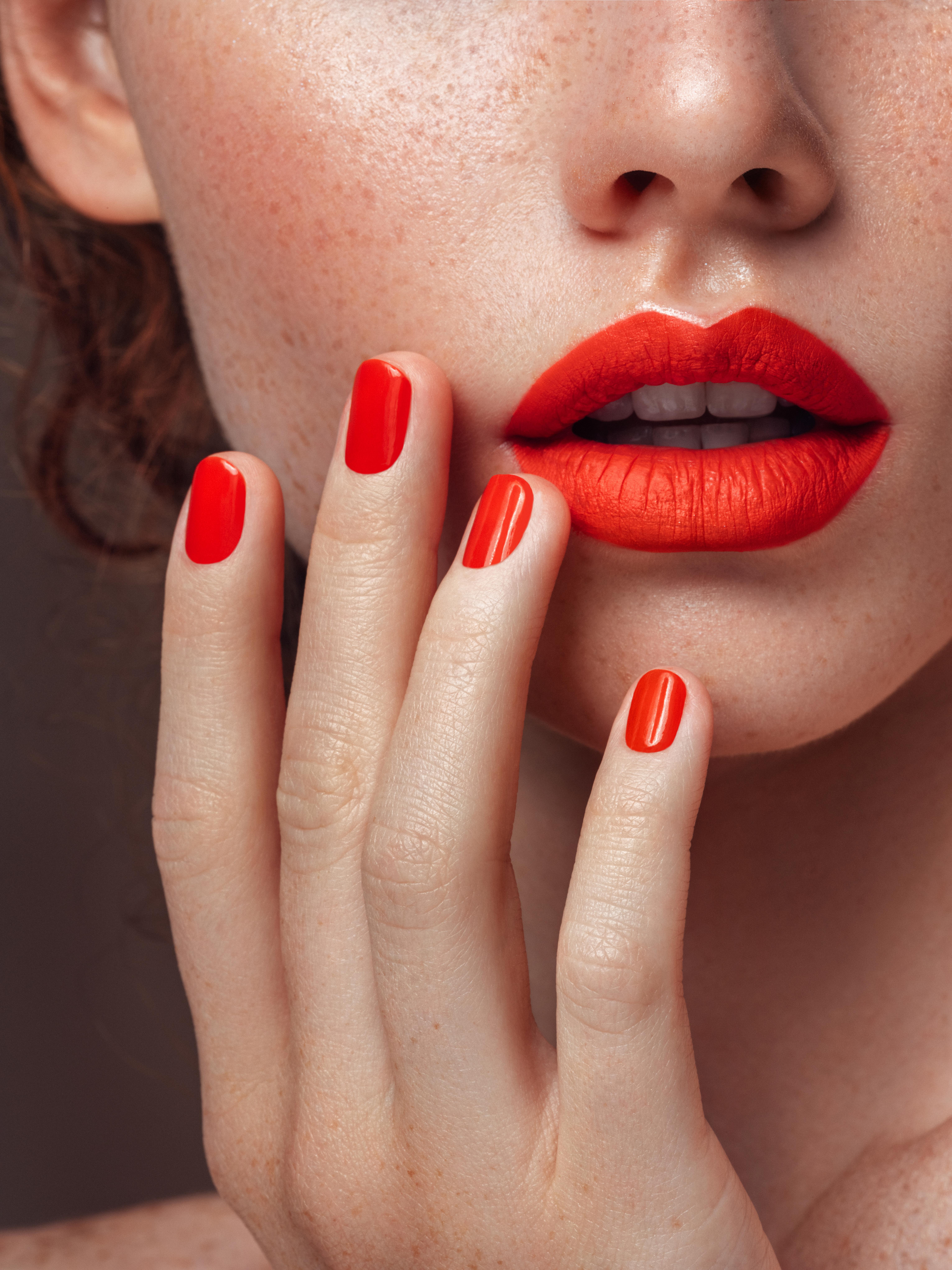 Τι είναι το Lipstick Sweating;