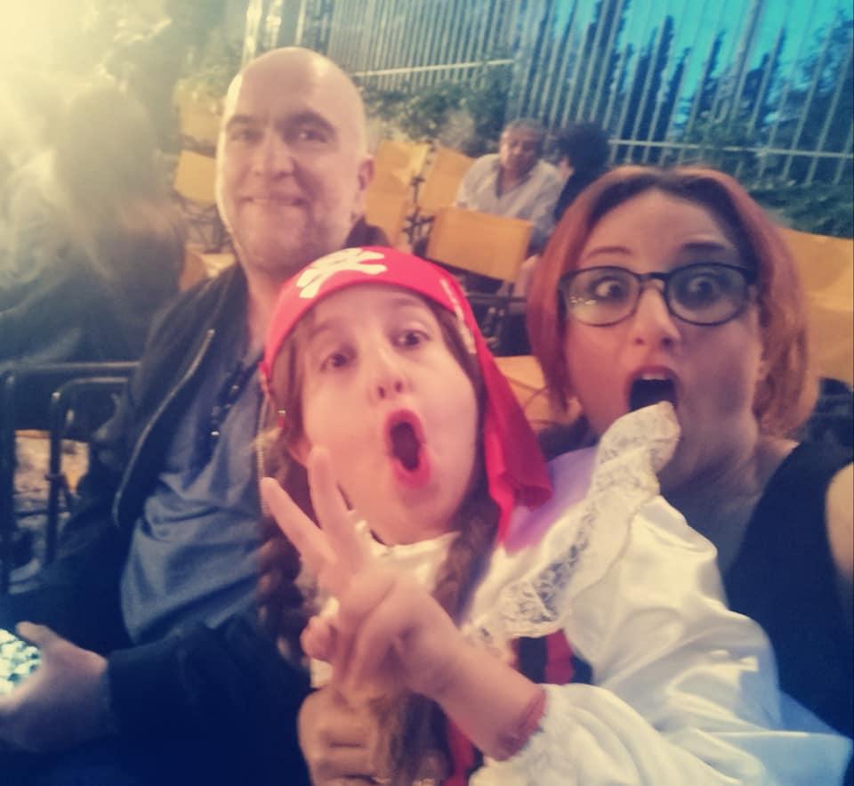 Φωτεινή Ψυχίδου – Μπάμπης Στόκας: Μαζί στη σχολική γιορτή της κόρης τους! Φωτογραφίες