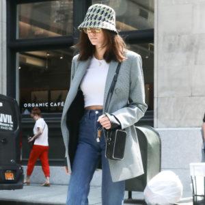Η Kaia Gerber μας δείχνει πιο είναι το πιο huge trend στα καπέλα φέτος!