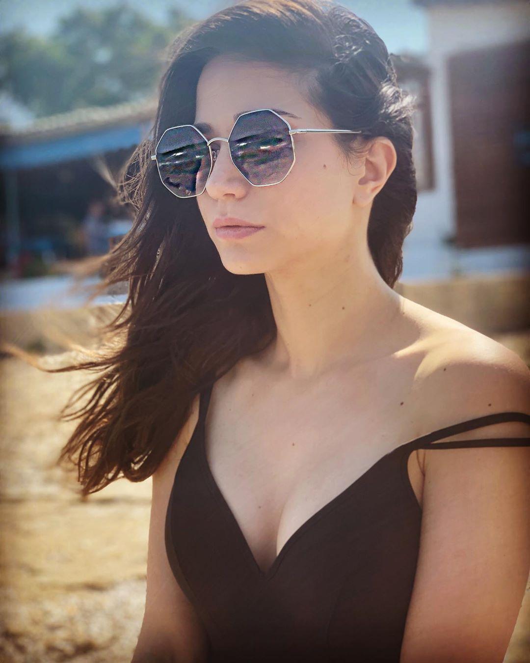 Κατερίνα Γερονικολού: O Γιάννης Τσιμιτσέλης την φωτογραφίζει στην παραλία με το μαγιό της!