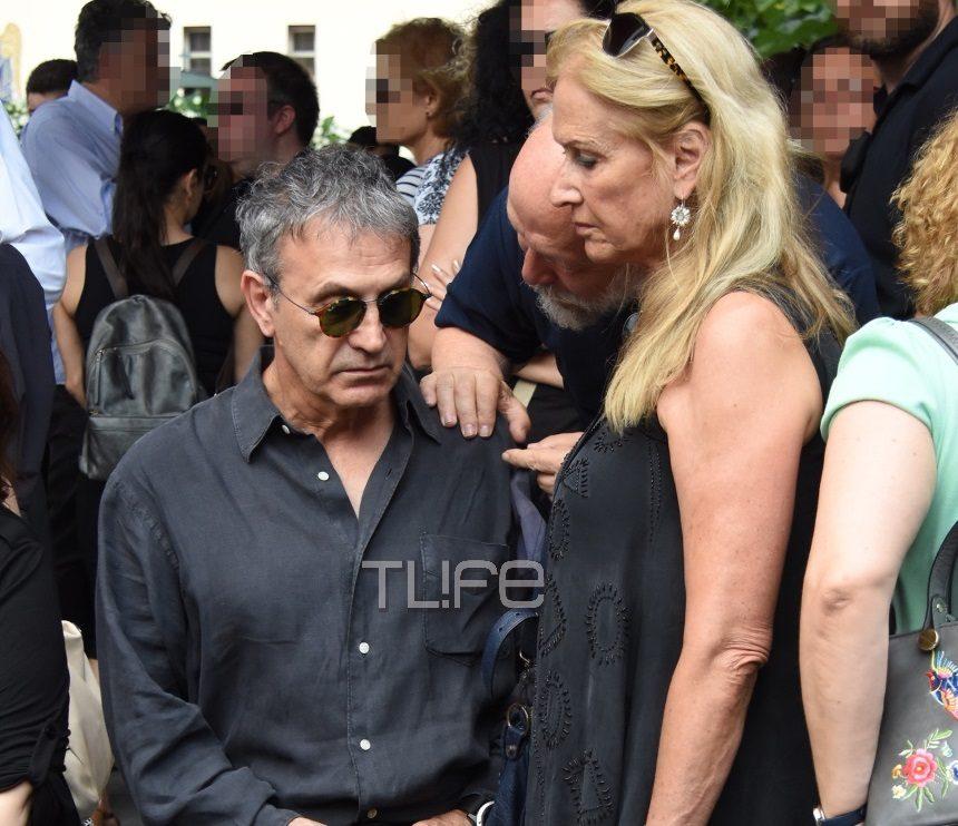 Θλίψη στην κηδεία του Στέλιου Βαμβακάρη – Οι καλλιτέχνες φίλοι του στο τελευταίο αντίο | tlife.gr