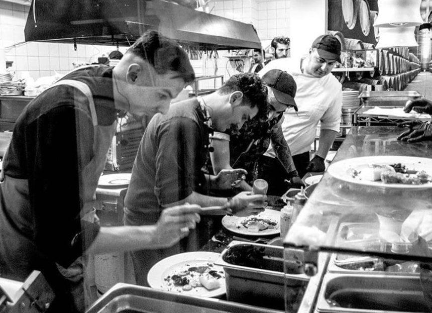 Χαράλαμπος Κοτσώνης – Παντελής Βούρος: Μετά το MasterChef μαγειρεύουν μαζί στην Κάλυμνο! | tlife.gr