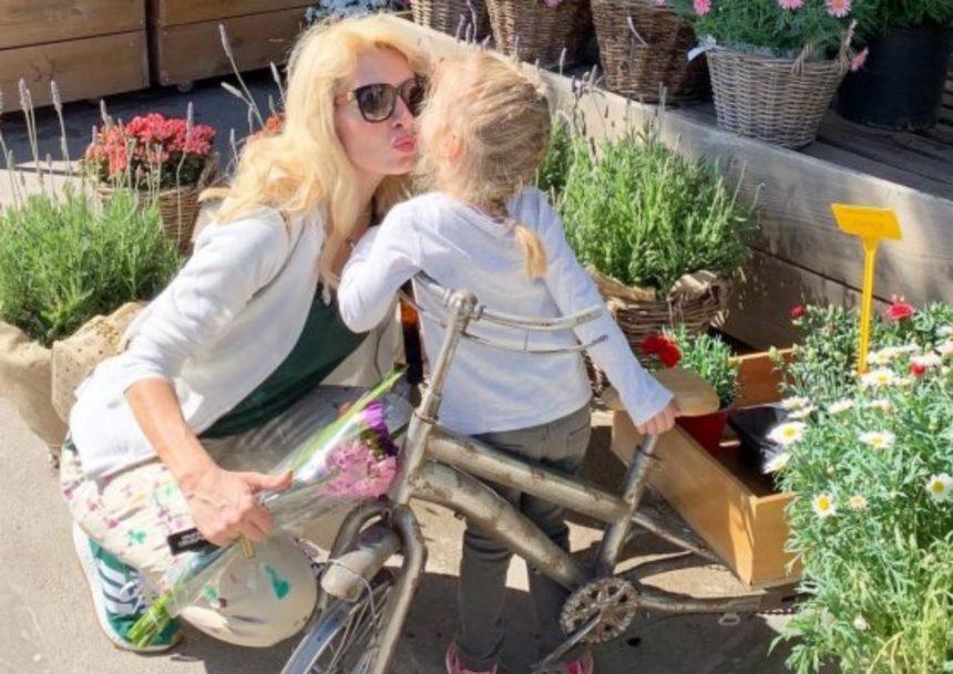 Ελένη Μενεγάκη: Η αποκάλυψη που έκανε για τη μικρή Μαρίνα – Τι κοινό έχει με τον γιο της, Άγγελο; | tlife.gr