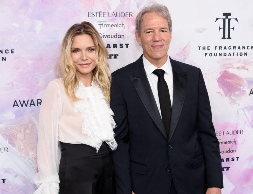 Michelle Pfeiffer: Σπάνια εμφάνιση με τον επί 26 χρόνια σύζυγό της στο κόκκινο χαλί! Φωτογραφίες | tlife.gr