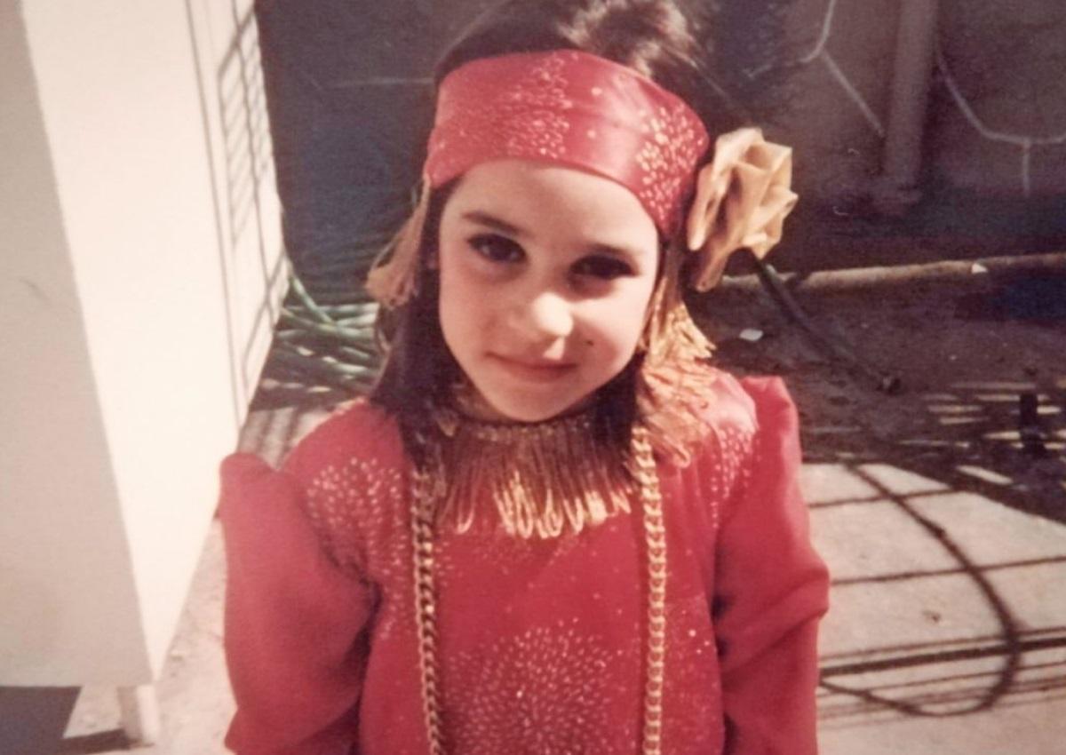 Το χαριτωμένο κοριτσάκι της φωτογραφίας είναι γνωστή Ελληνίδα ηθοποιός – Την αναγνωρίζεις;