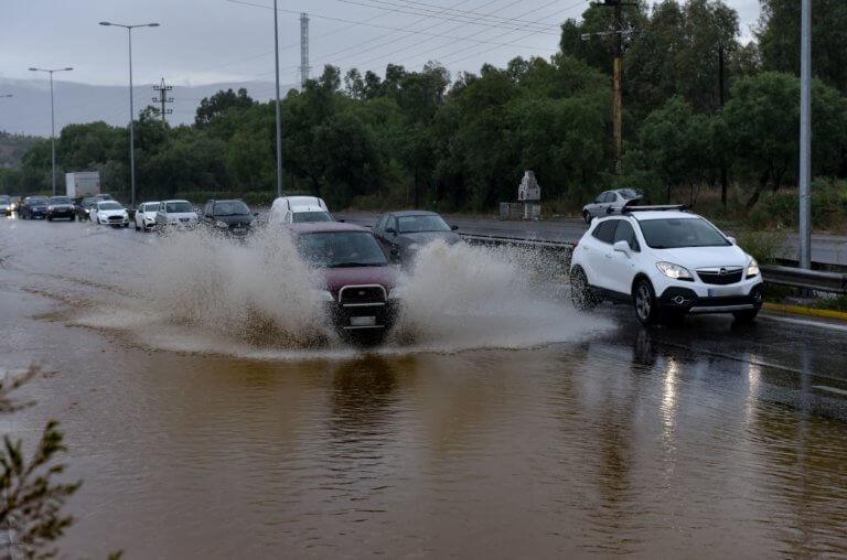 Συνεχίζεται η κακοκαιρία – Ισχυρές καταιγίδες και χαλάζι σε πολλές περιοχές της χώρας | tlife.gr