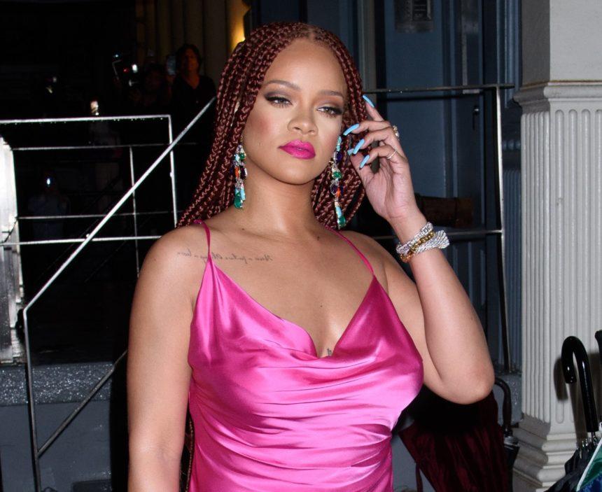 Rihanna: Εντυπωσιακή στα ροζ στα εγκαίνια της δεύτερης μπουτίκ της! Φωτογραφίες   tlife.gr