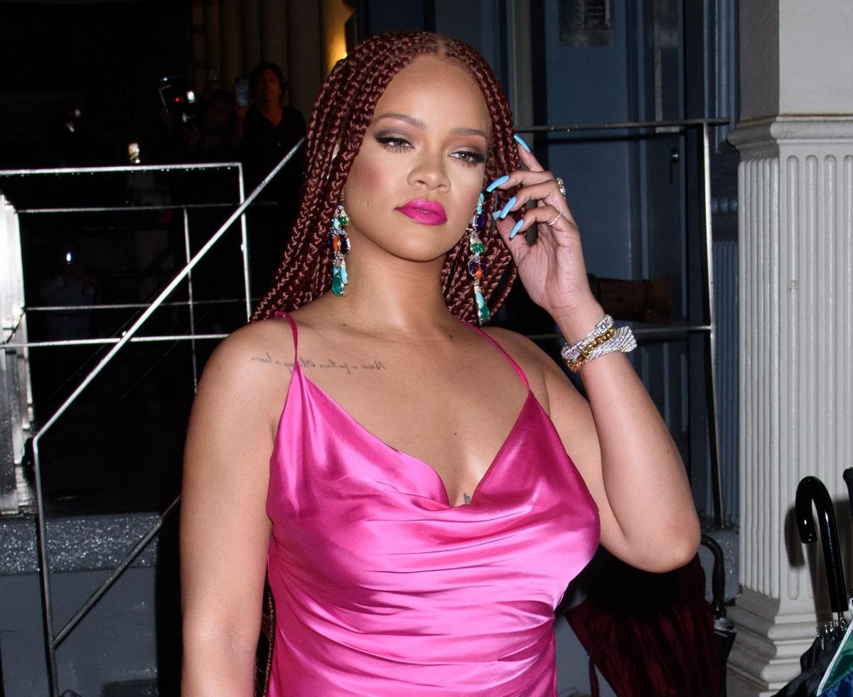 Rihanna: Εντυπωσιακή στα ροζ στα εγκαίνια της δεύτερης μπουτίκ της! Φωτογραφίες