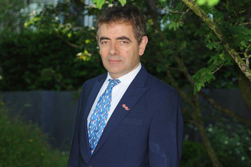 Rowan Atkinson: Στην Κρήτη για διακοπές ο «Mr Bean»! | tlife.gr