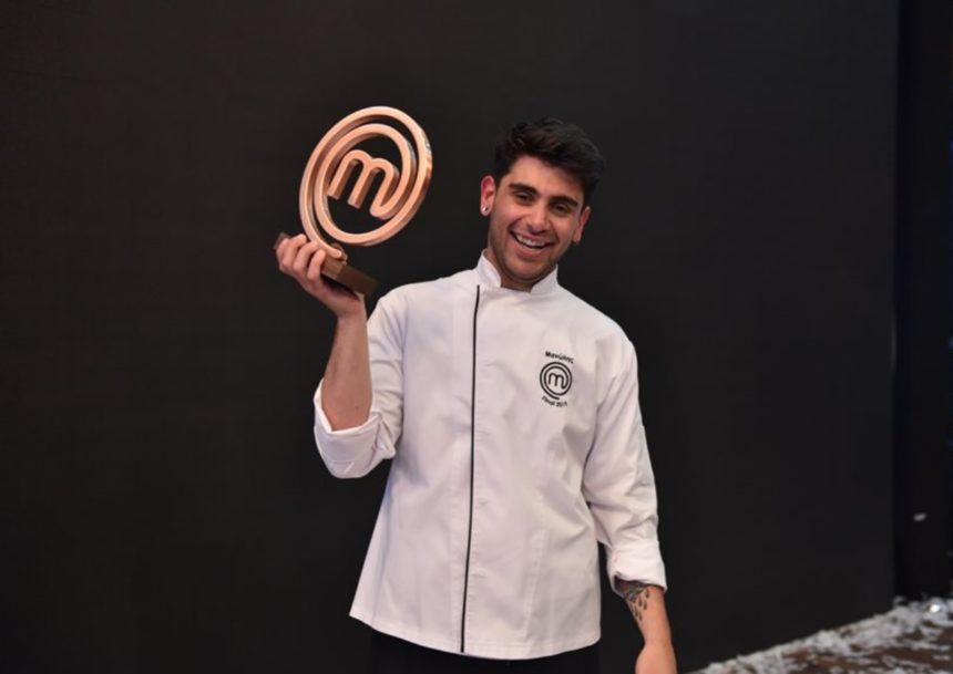 Μανώλης Σαρρής: Ο νικητής του MasterChef ζητά δημόσια συγγνώμη για την γκάφα του με τον Μίκη Θεοδωράκη! | tlife.gr