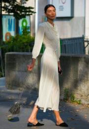 Mιλάνο με λευκό φόρεμα