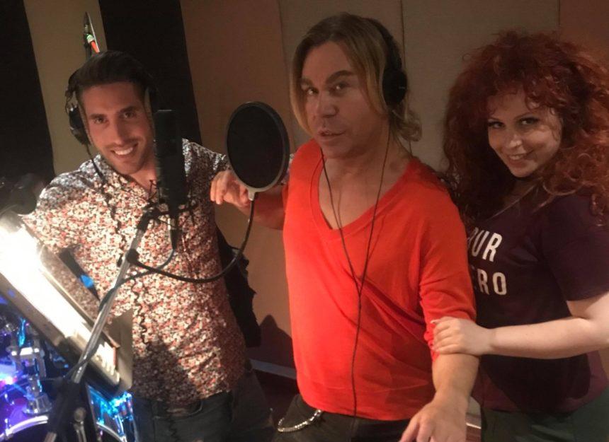 Τρύφωνας Σαμαράς: Το «It's Amazing» γίνεται τραγούδι – Στο στούντιο ηχογράφησης μαζί με την Σοφία Κουρτίδου | tlife.gr
