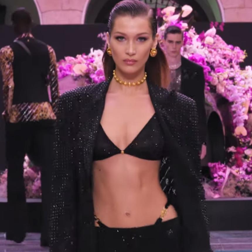 H Bella Hadid, η Gigi Hadid και η Ιrina Shayk στο Versace Men's Spring Summer 2020 Fashion Show