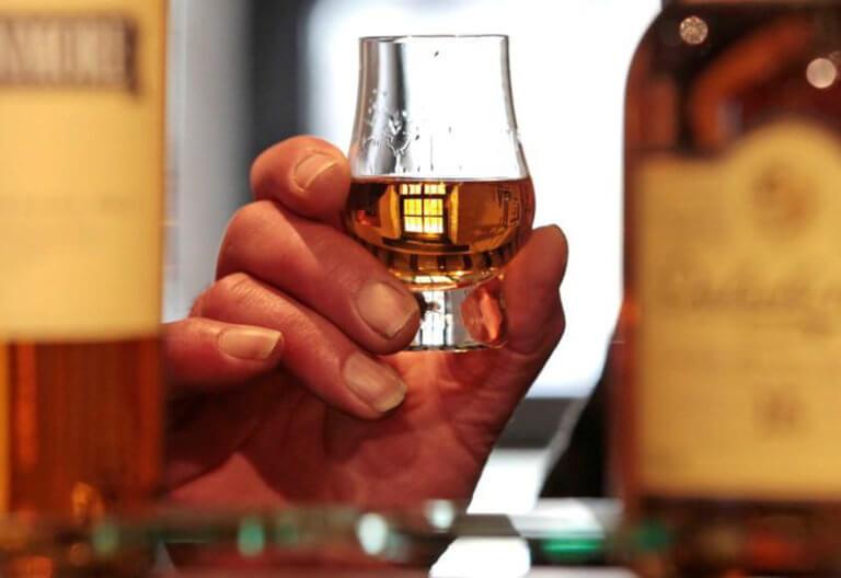 Πλέον κάθε φορά που πίνεις ένα ποτό, θα ξέρεις πόσες θερμίδες έχει! | tlife.gr