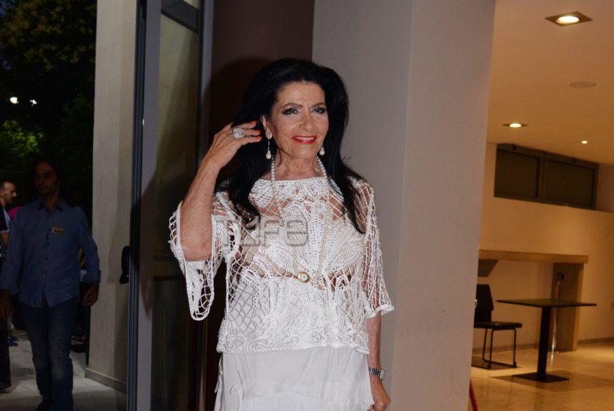 Ζωζώ Σαπουντζάκη: Εντυπωσιακή εμφάνιση στα λευκά, σε βραδινή έξοδο! Φωτογραφίες | tlife.gr