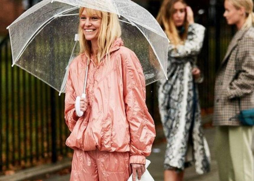 Καλοκαιρινή βροχή! Ποια είναι τα σωστά παπούτσια; | tlife.gr