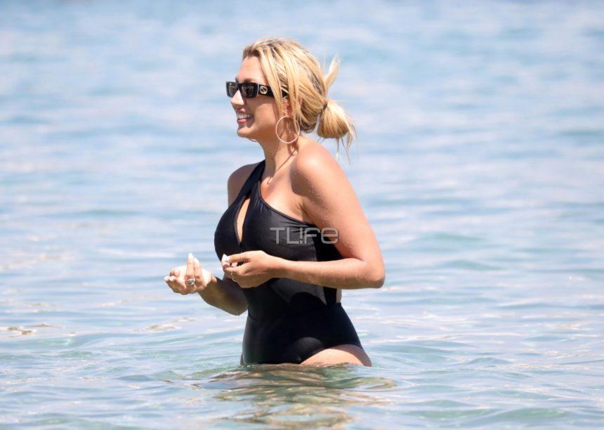 Κωνσταντίνα Σπυροπούλου: Με μαύρο ολόσωμο μαγιό στη θάλασσα, χωρίς ρετούς! [pics] | tlife.gr