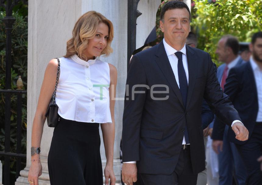 Βασίλης Κικίλιας: Αυτή είναι η πρώτη φωτογραφία στο Υπουργείο! Με ποια υπάλληλο πόζαρε;   tlife.gr