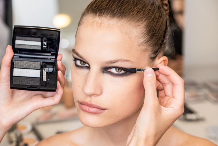Ο Dior μόλις μας απέδειξε ότι δεν χρειάζεσαι μάσκαρα για να να κάνεις smoky eyes! | tlife.gr