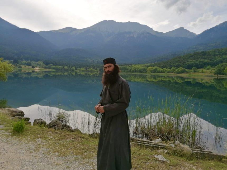 Άνθιμος Ανανιάδης: Γιατί ποζάρει ως μοναχός; [pics] | tlife.gr