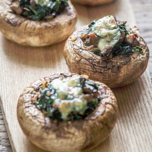 Ψητά Portobello με ρόκα και ντομάτα | tlife.gr